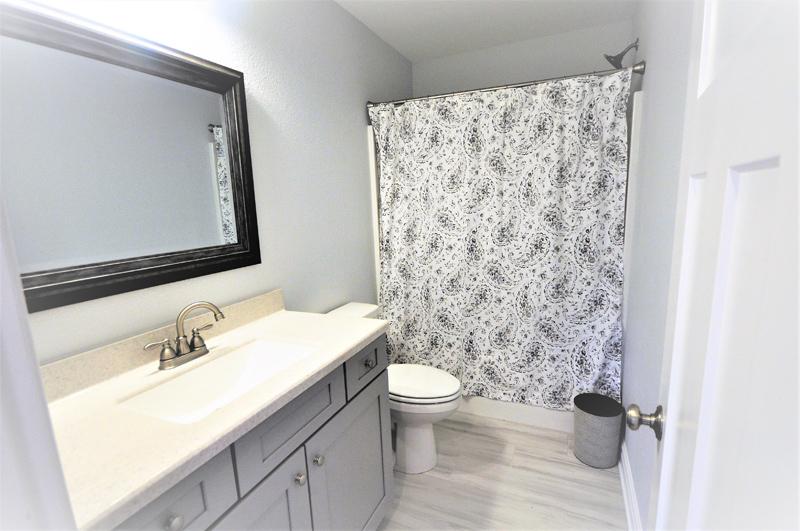 Kilmarlic-Cottage-Bathroom